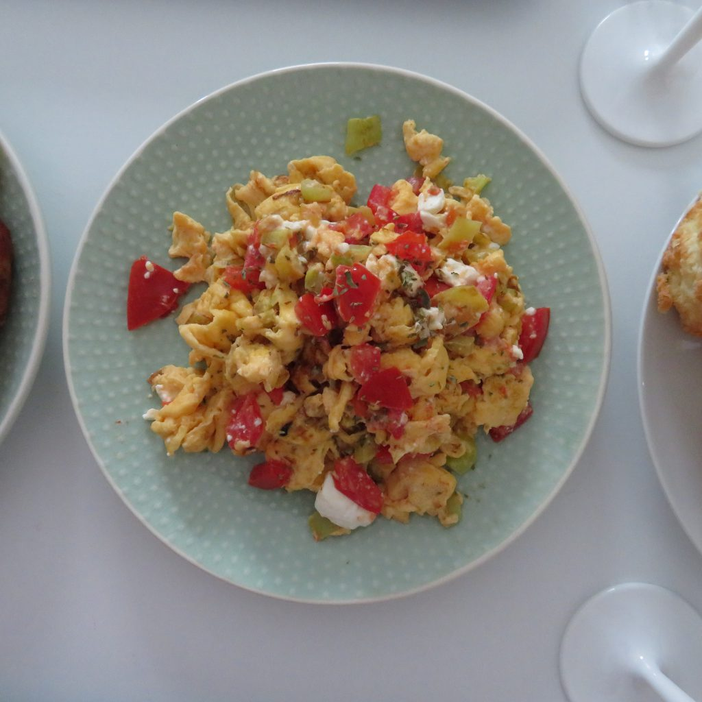 Greek style scramble eggs - Strapatsada